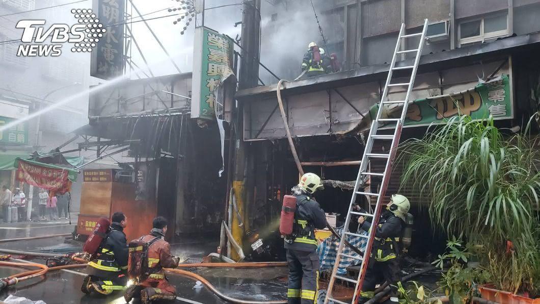 新北市三重公寓清晨火警 釀1死1昏迷