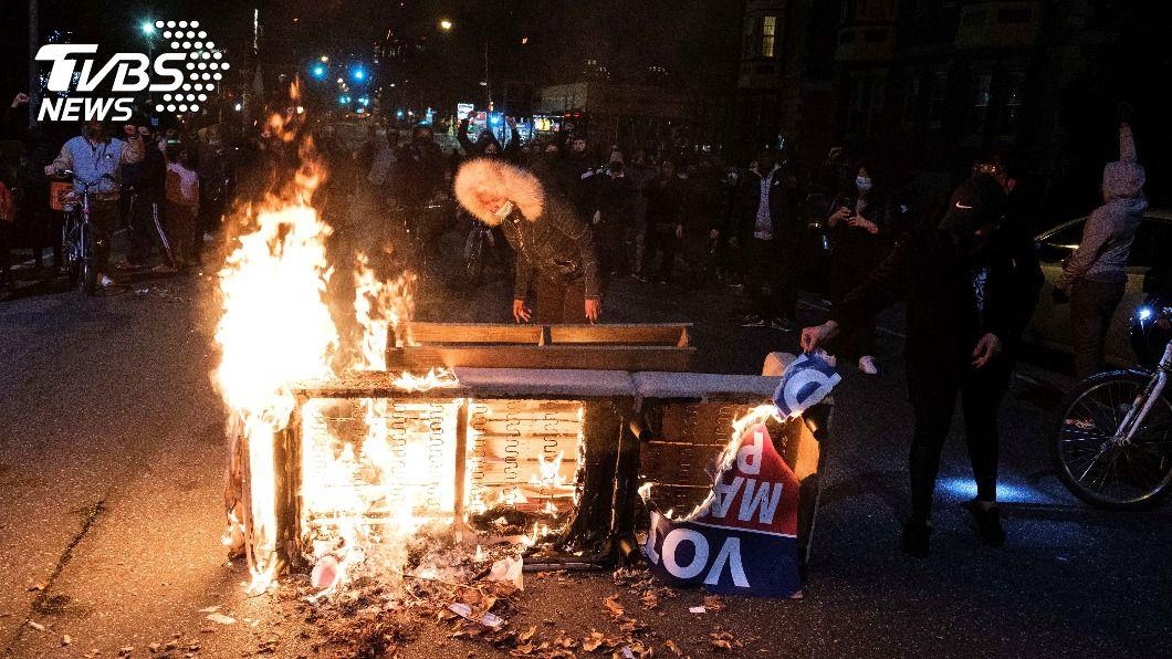 賓州費城已連續兩晚街頭動盪。(圖/達志影像路透社) 非裔男遭警射殺引眾怒 美費城連兩晚暴動祭宵禁