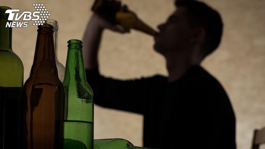 飲酒過量恐傷肝。(示意圖/shutterstock達志影像) 家長當心!青少年飲酒人數漸增 國健署籲加強宣導
