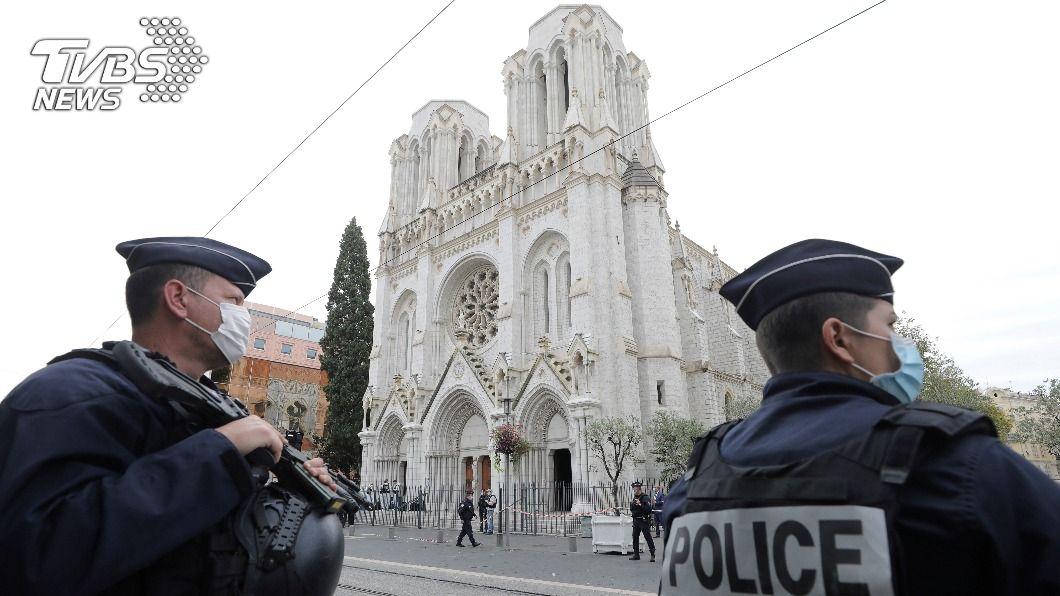 法國尼斯教堂發生恐怖攻擊。(圖/達志影像美聯社) 法國一日多起攻擊事件 國際領袖強烈譴責暴行