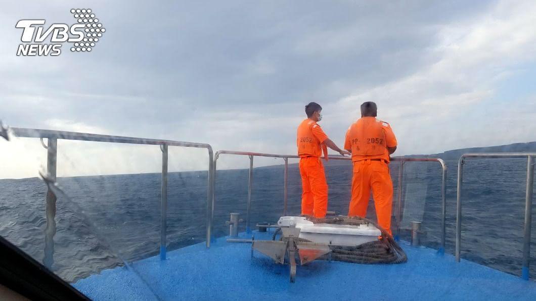 海巡署昨天開始持續在飛行員墜落海域搜尋。(圖/中央社) F-5E墜海點沿岸流不穩定 難判斷殘骸正確位置