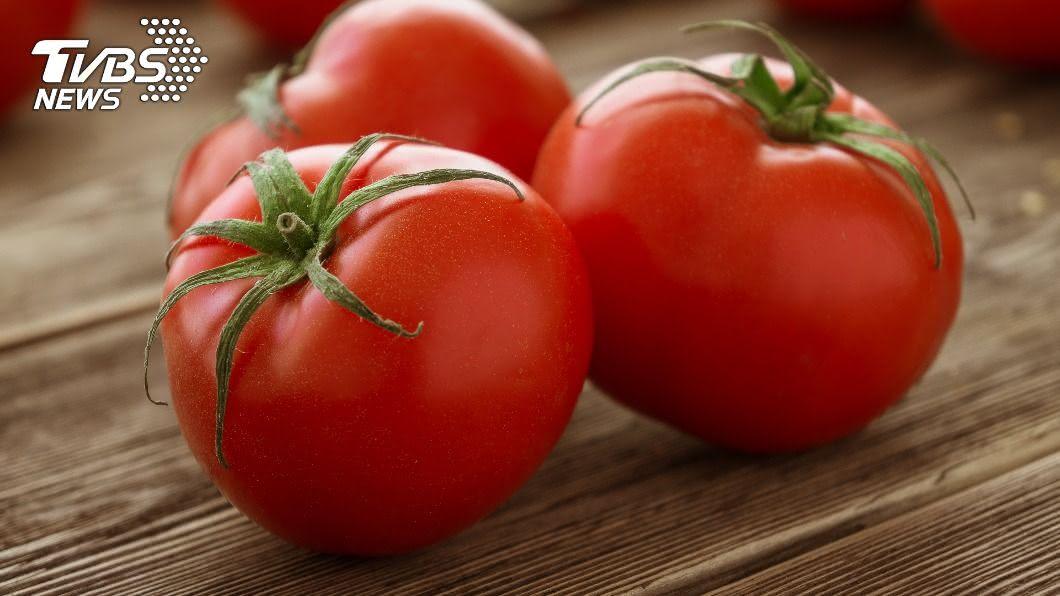 番茄是相當百用的食材。(示意圖/shutterstock達志影像) 番茄一剖竟長滿「白色條狀物」 網驚呼:新品種