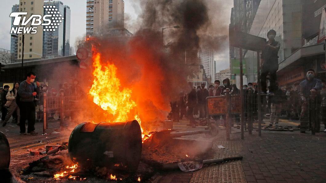 (圖/達志影像美聯社) 香港旺角騷亂再有2人認罪 已近30人獲刑