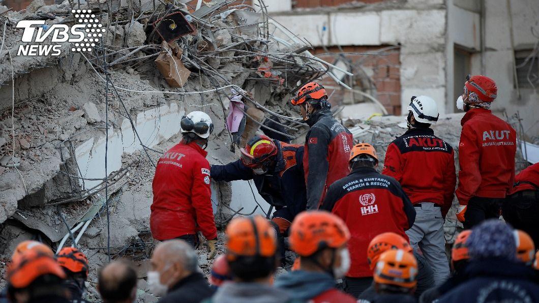 (圖/達志影像路透社) 愛琴海強震81死 3歲女童受困65小時奇蹟獲救