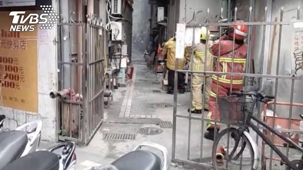 (圖/中央社) 北市萬華民宅火警釀2傷28人獲救 縱火嫌犯投案