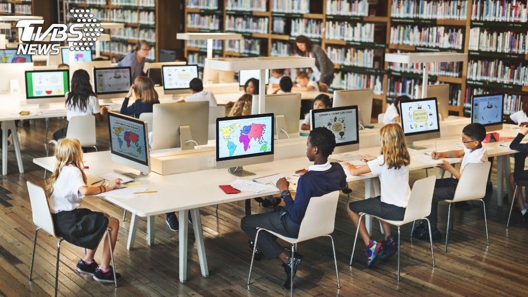 示意圖/shutterstock 達志影像 超級電腦飛沫實驗 坐旁邊比對面染疫風險高
