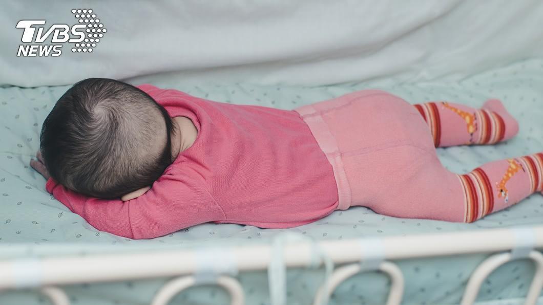 單親母獨留3月大女嬰在家窒息身亡。 (示意圖/shutterstock達志影像) 單親母5年前痛失兒 又獨留3月大嬰在家「趴睡窒息」亡