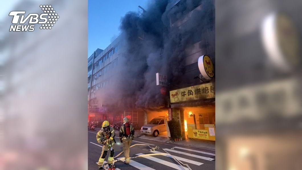 (圖/中央社) 台南炭烤店清晨火警 迅速撲滅幸無人傷亡