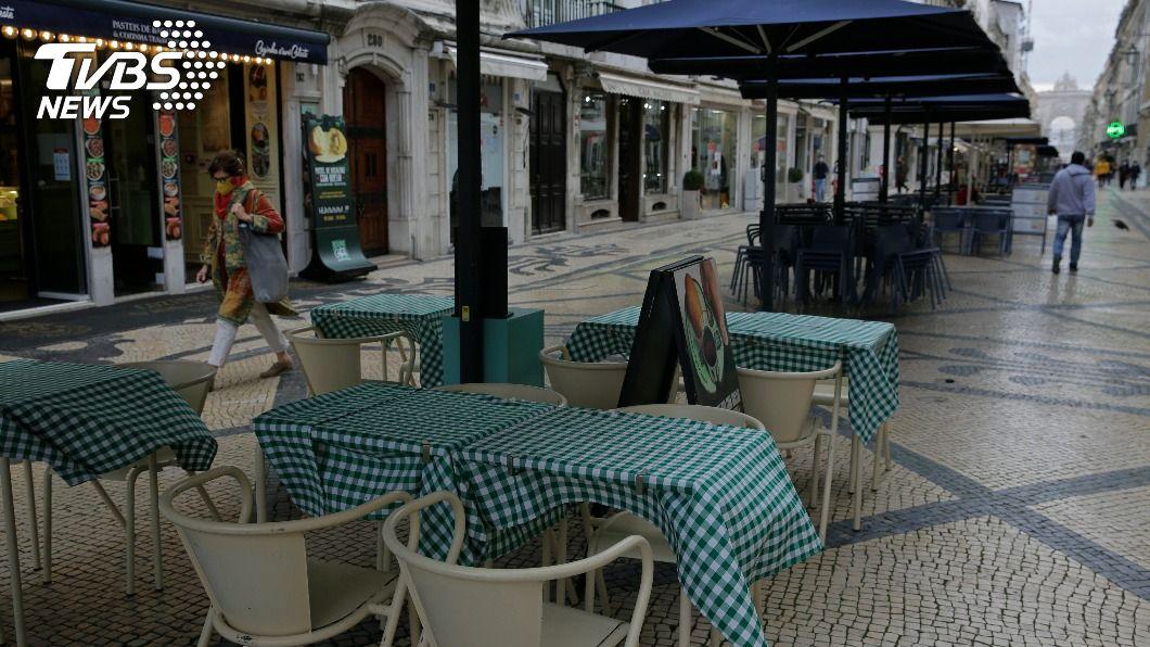 (圖/達志影像美聯社) 葡萄牙多數地區實施部分封城 70%人民受影響