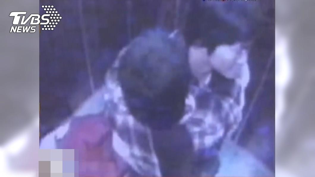 母女生前進電梯最後身影。(圖/TVBS) 「台版藍可兒」母女進電梯消失12年!高大成揭凶殘內幕