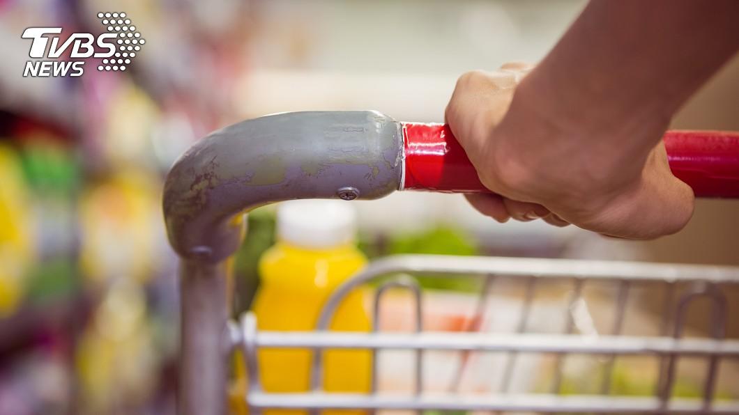 示意圖/shutterstock/達志影像 小孫女幫嬤買菜遭警「莫名開4槍」 醫怒了:要你付出代價