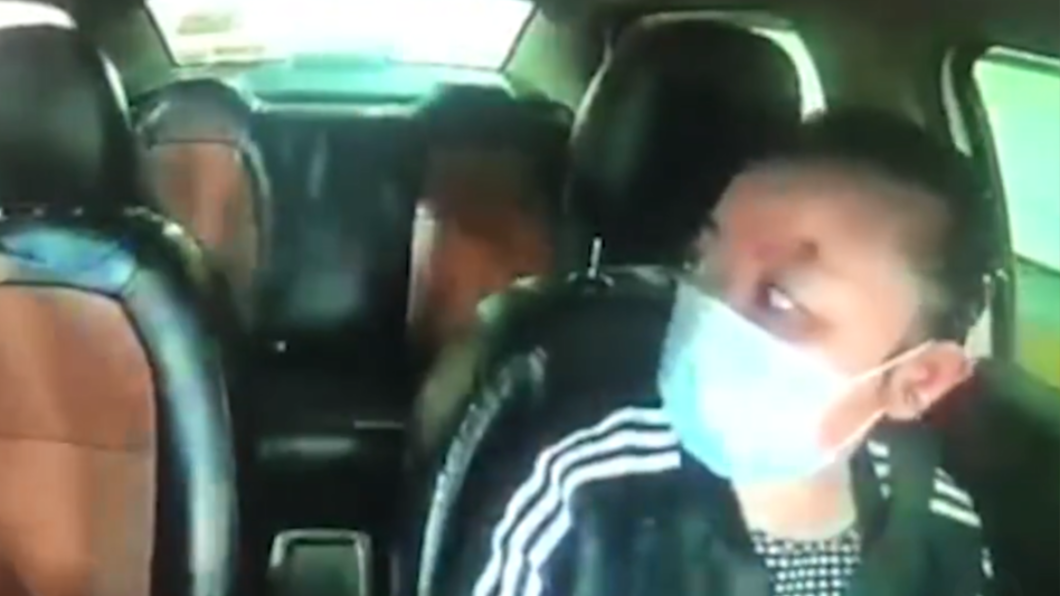 女乘客要求開快點 計程車司機回頭「後座空了」嚇壞