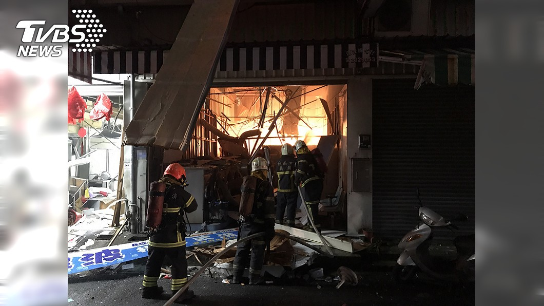 台南永康疑似發生氣爆起火意外。(圖/中央社) 台南永康自助洗衣店疑瓦斯氣爆起火 1人受傷
