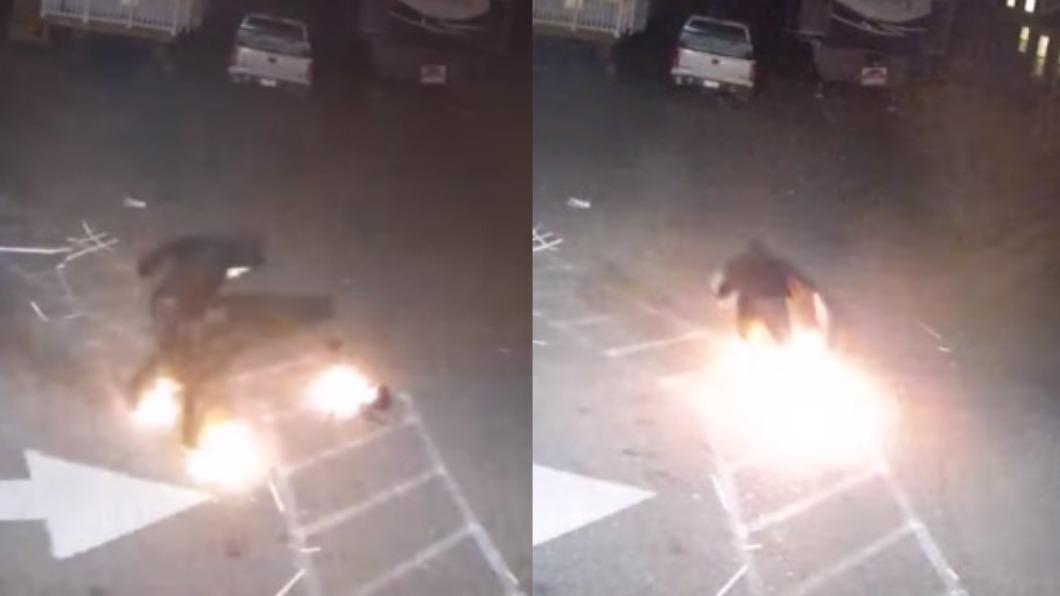 (圖/翻攝自Catawba County Sheriff's Office臉書) 天兵賊「腳踩風火輪」倉皇逃竄 縱火燒到自己贓物也著火