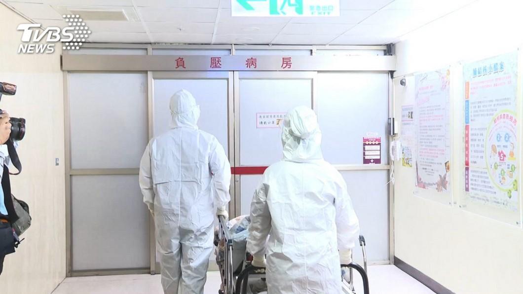 醫師揭露防護衣是防止感染最沒效益的措施。(圖/TVBS資料畫面) 圍堵疫情消毒!醫揭「避感染效益排名」:防護衣最沒用