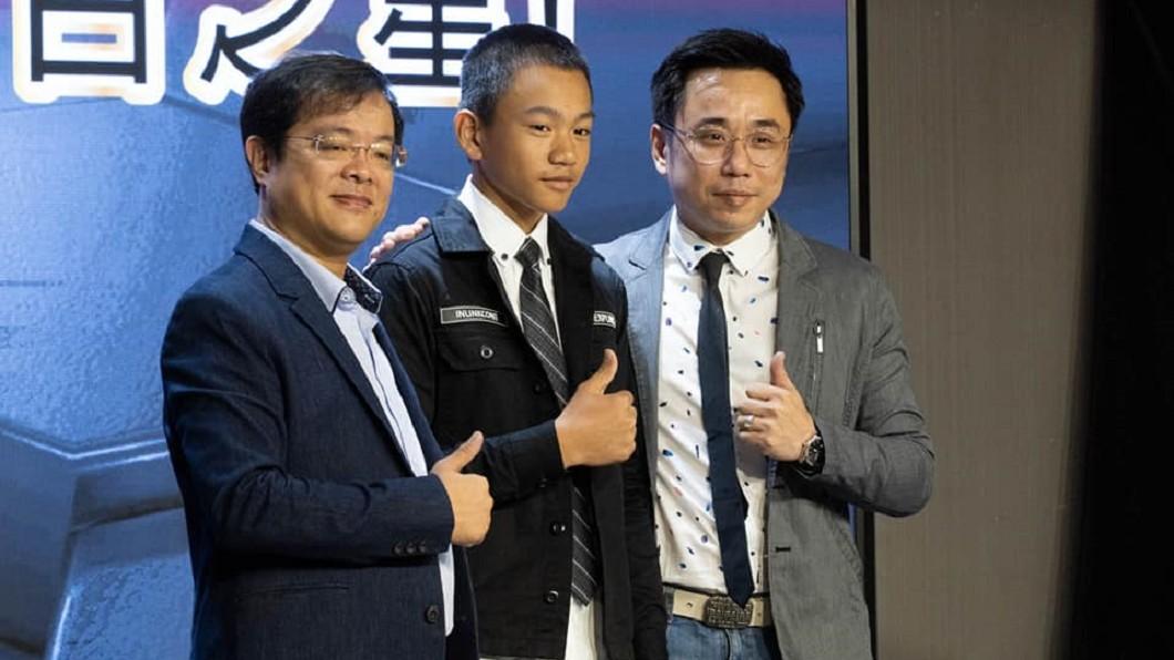 小彬彬(圖右)晉升8千萬影視娛樂公司CEO。(圖/翻攝自呂原富臉書) 一年見嘸嫩妻 小彬彬「晉升8千萬影視CEO」曝新身分