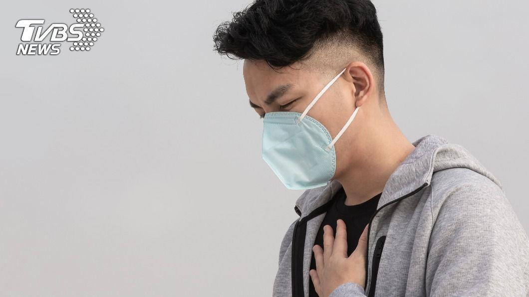 澎湖30歲男子罹患急性心肌炎,醫護緊急搶救。(示意圖/shutterstock達志影像) 「迷你葉克膜」3年救6命 澎湖男急性心肌炎險死搶救