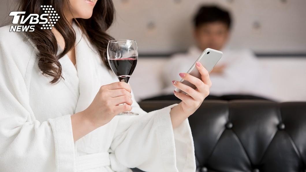 (示意圖/Shutterstock達志影像) 女房仲請吃飯 醉男酒醒「下身失蹤」被逼簽百萬合約