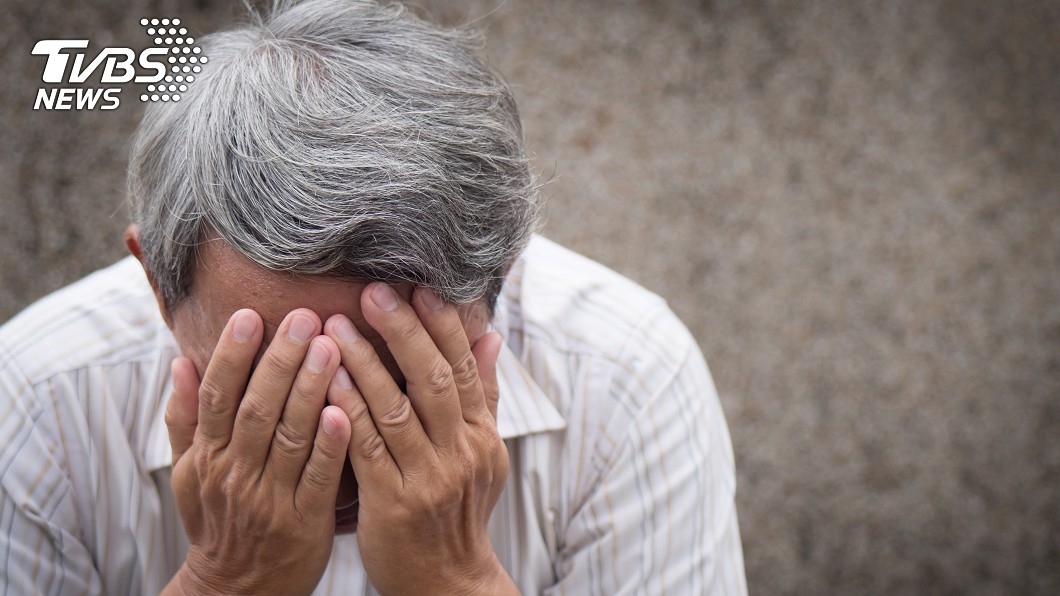 急性骨髓性白血病常被當成感冒或老化,因此錯過治療黃金時間。(示意圖/shutterstock 達志影像) 疲倦、發燒誤認感冒 醫一查竟是「急性白血病」
