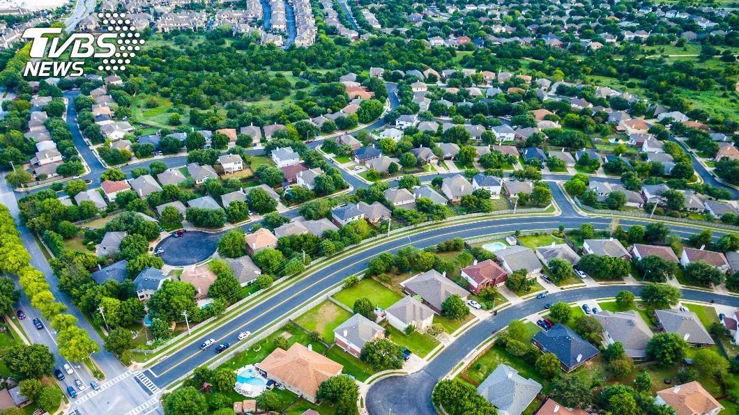 後疫情時代來臨,房地產的價格將呈現漸進緩升的趨勢。(示意圖/shutterstock達志影像) 後疫情時代 ESG與不動產投資趨勢成關注焦點