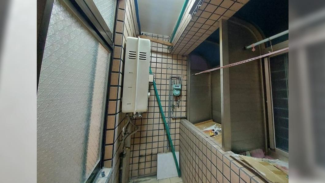 (圖/翻攝自爆怨2公社) 看房驚見致命熱水器 房仲辯「桃園都這樣裝」秒惹眾怒