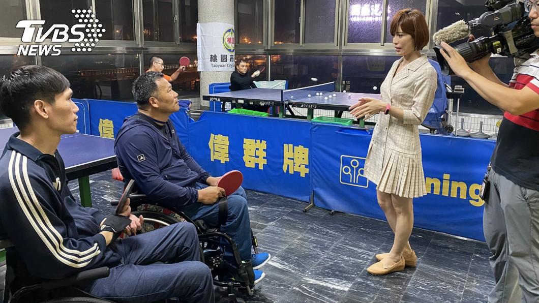 TVBS主播古彩彥採訪脊髓損傷協會,看見人性的溫暖與堅毅。(圖/TVBS) TVBS主播記者大動員 走訪全台20家社福揭疫後困境