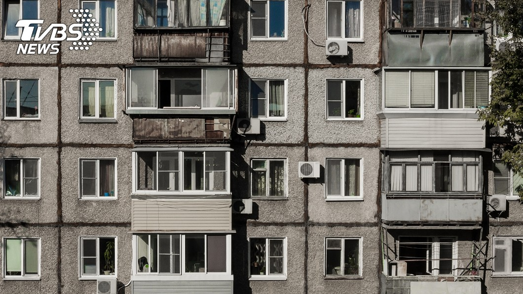 一具乾屍遭棄置在公寓長達3年,近期被房東發現。(示意圖/shutterstock 達志影像) 房東打掃公寓要出租 開櫃門驚見「女乾屍躺3年」