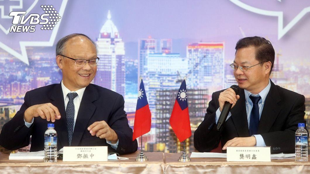台灣方面由鄧振中、龔明鑫代表參與APEC年度部長會議。(圖/中央社) APEC部長聲明促經濟整合 推動亞太自由貿易區