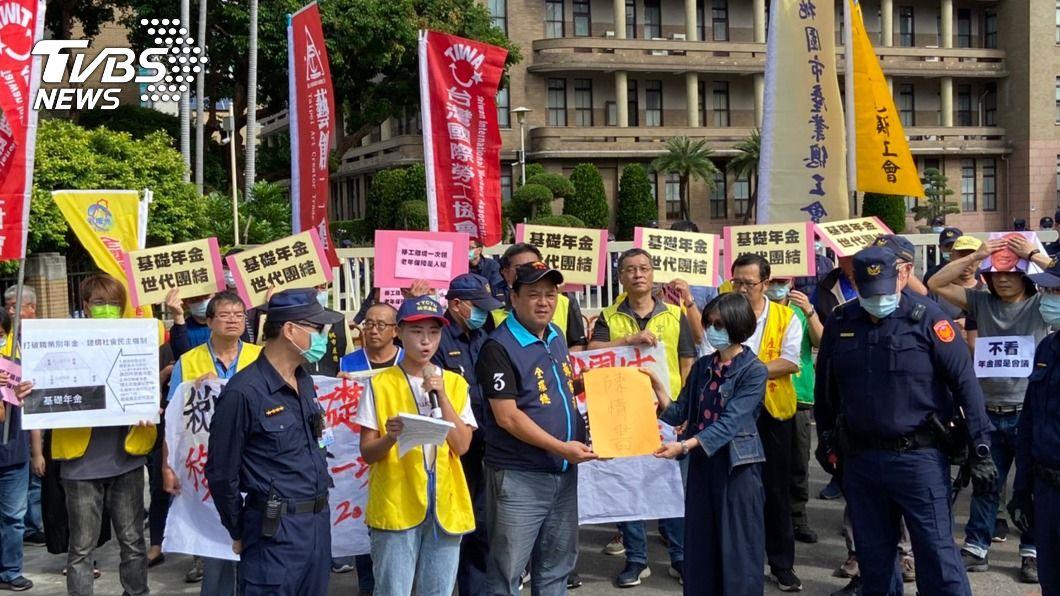 (圖/中央社) 工鬥要求設基礎年金 規劃移工離境一次請領