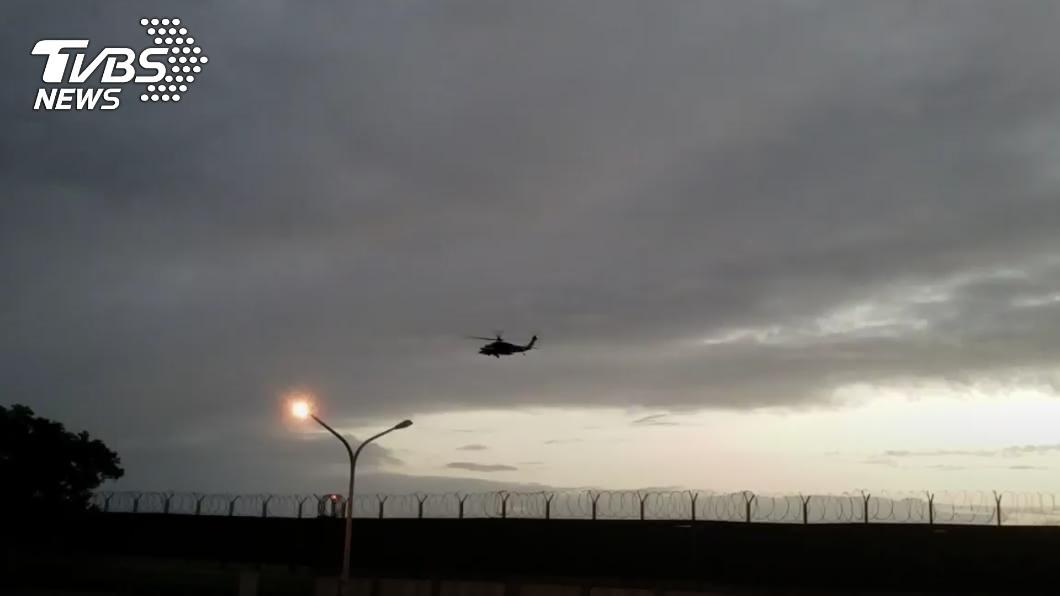 海空漏夜搜索蔣正志上校。(圖/TVBS) 漏夜尋F-16飛官蔣正志 海空搜救畫面曝光