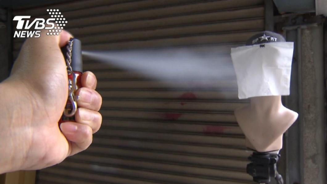 (防狼噴霧劑示意圖。圖/TVBS) 台中國中生誤按防狼噴霧劑 同班7人不適送醫
