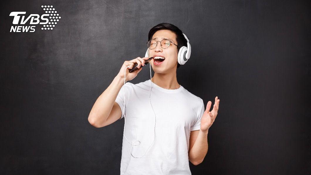 鄰居9年來天天在家唱KTV。(示意圖/shutterstock達志影像) 鄰居「殺豬歌聲」9年不斷!苦主曝強效絕招:從此不敢唱