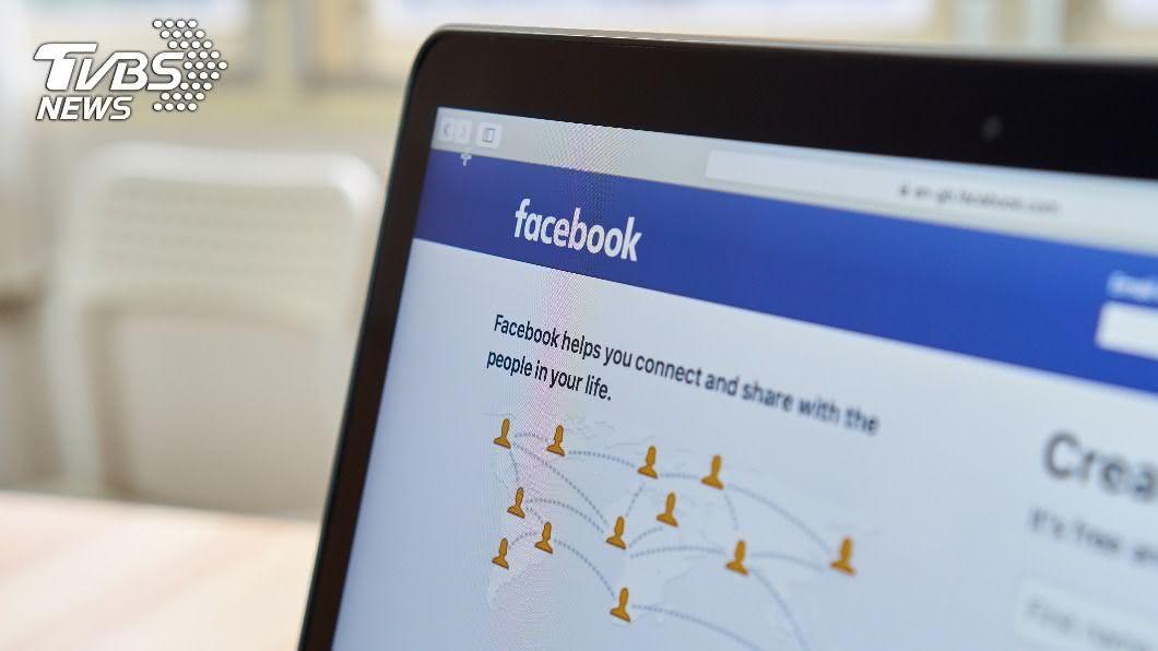 透過分析臉書等社群軟體的發文內容,可窺探一個人的心情。(示意圖/shutterstock達志影像) 臉書透露心情 常用3顏色照片發文恐易罹憂鬱症