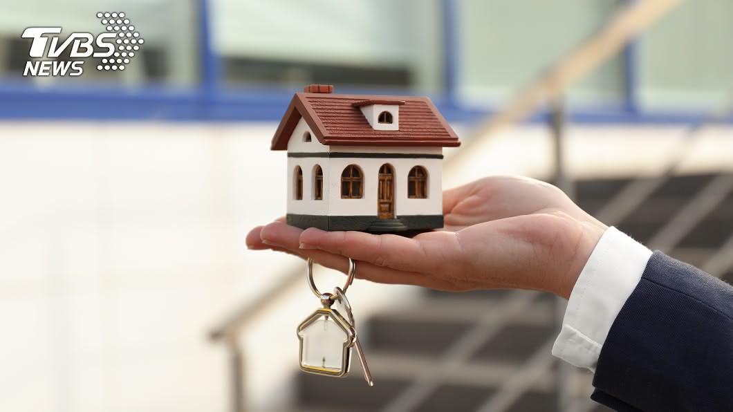 「以房養老」是把房子抵押給銀行,進而向銀行借錢。(示意圖/shutterstock 達志影像) 以房養老正夯 專家揭貸款條件:潛規則要知道!
