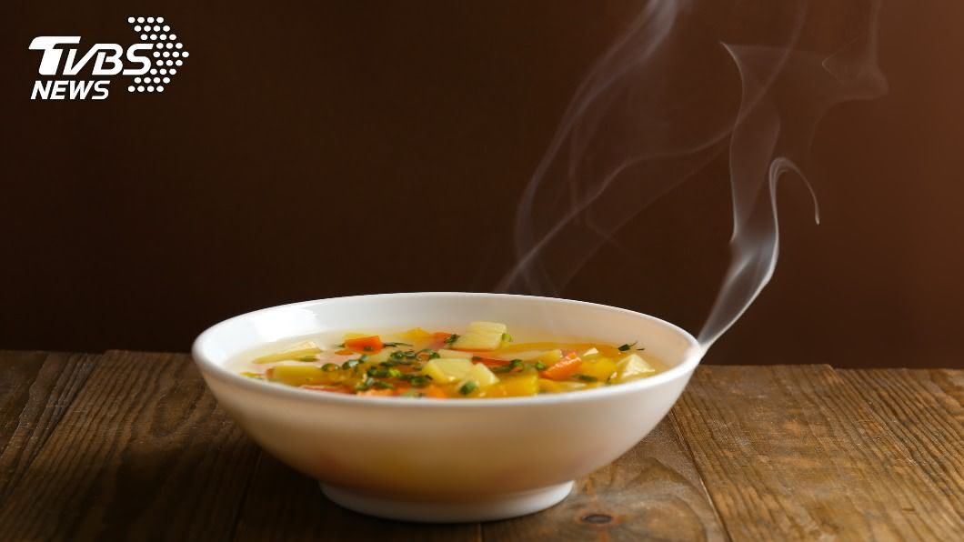 「五物降壓湯」內容物包含紫菜、芹菜、荸薺、番茄與洋葱,可有效降血壓及降低血中膽固醇。(示意圖/shutterstock達志影像) 擺脫「沉默殺手」高血壓 醫推「降壓湯」防動脈硬化