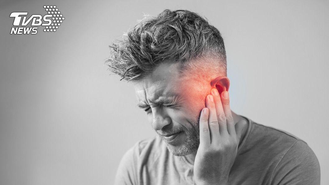 突發性耳聾要把握七天黃金治療時間,如果延遲治療,可能會導致聽力永久損失。(示意圖/shutterstock達志影像) 突然聽不到?「耳中風」錯過7天治療期恐永久變聾