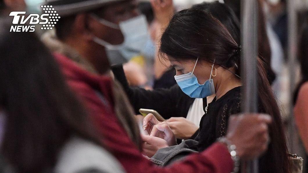 12月起民眾進出8大類場所強制戴口罩。(圖/中央社) 強制戴口罩年初不做現在做? 陳時中曝關鍵