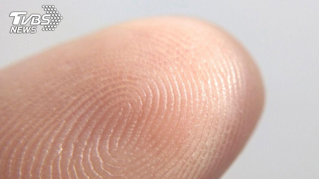 一枚指紋讓陳姓男子19年前犯下的2起性侵案得以偵破。(示意圖/shutterstock達志影像) 侵犯2女逃19年靠一枚指紋破案 惡狼最終遭判刑9年