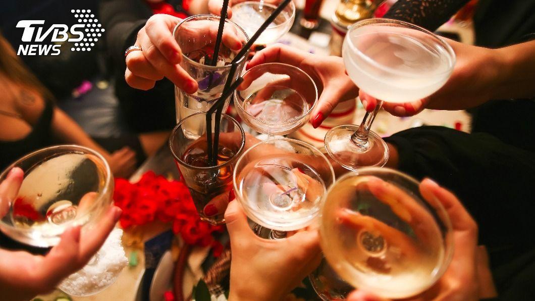 派對喝酒喝過頭!誤將「消毒劑」飲下肚 7人中毒身亡
