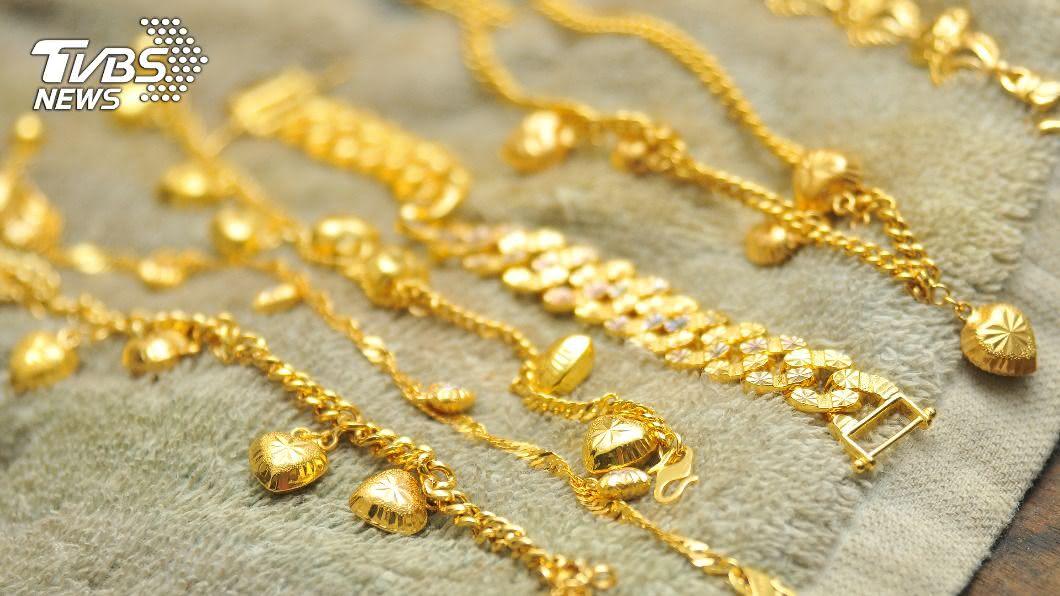 貴婦被人利用及糾纏,現金及貴重珠寶已被搬空。(示意圖/shutterstock 達志影像) 醫美貴婦3千萬金條珠寶遭竊 高市警鎖定對象追緝