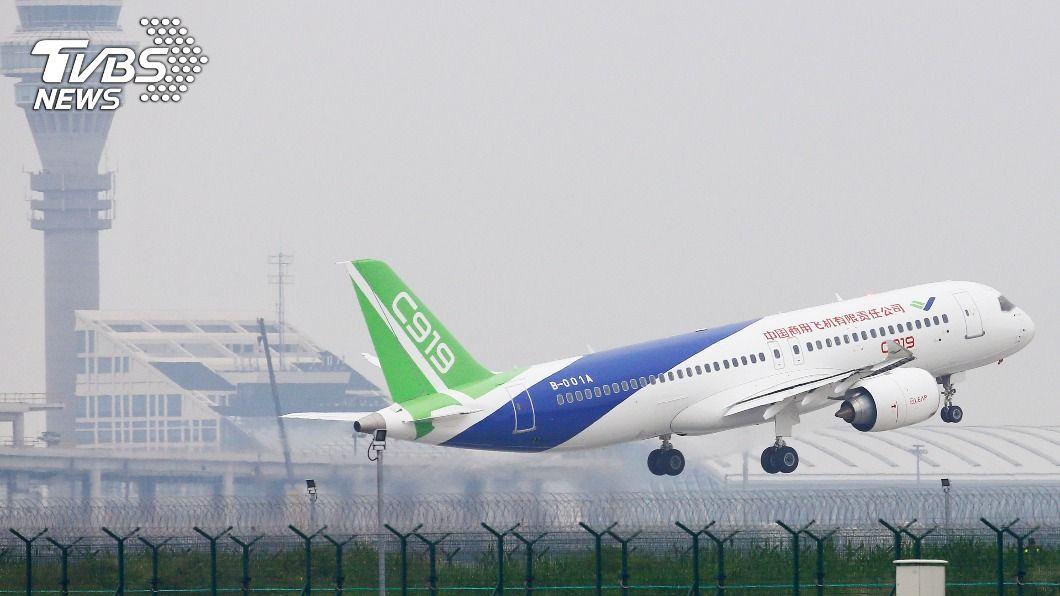 中國自製客機C919日前亮相。(圖/達志影像美聯社) 美擬制裁89家中企 中國C919客機首當其衝