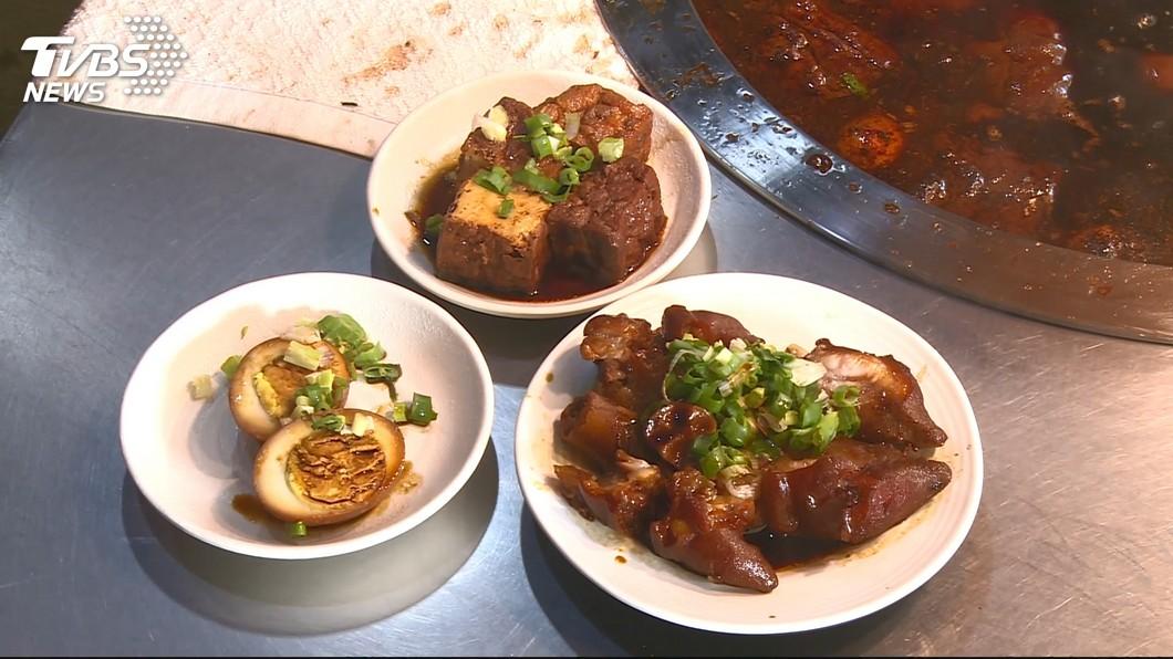 許多人用餐時,喜歡加個滷蛋、油豆腐等小菜搭配一起吃。(示意圖/TVBS資料畫面) 兒吃便當怨滷蛋超鹹 天兵母坦真相網笑:恭喜你還活著