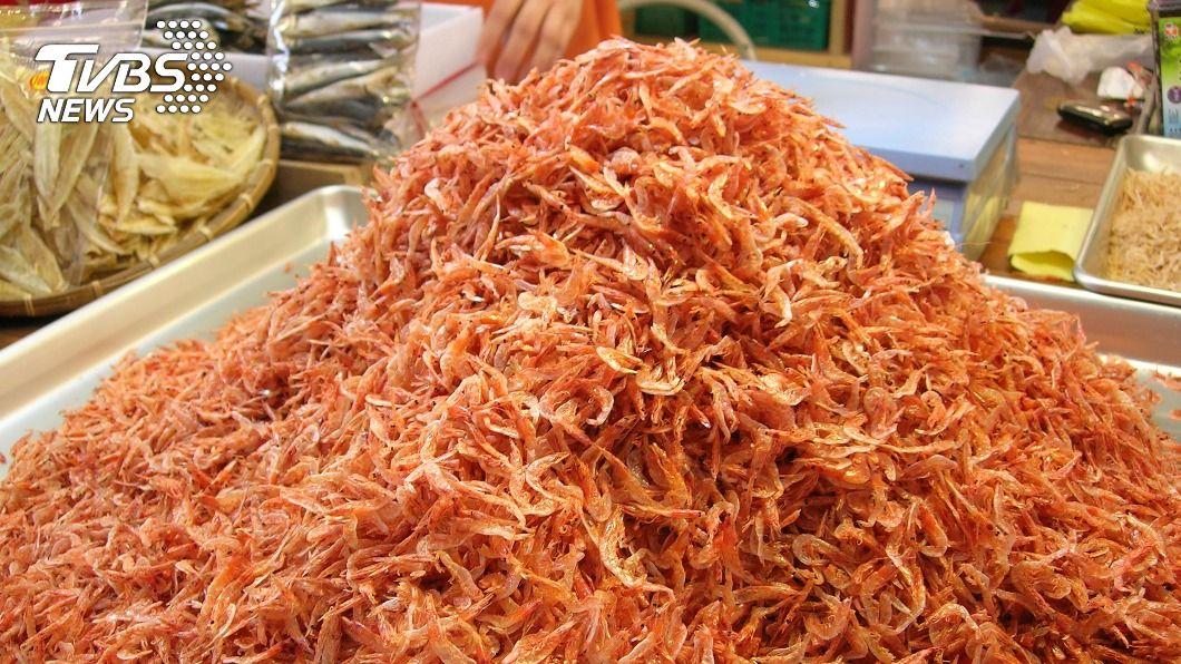 圖為東港區漁會提供東港漁產品直銷中心所販售的櫻花蝦乾貨。(圖/中央社) 大陸網路詐騙又來 赤尾青蝦皮冒充東港櫻花蝦販售