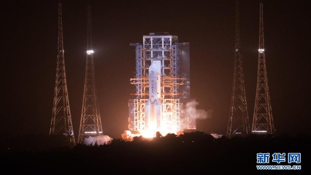 圖/翻攝自 新華網 嫦娥五號成功發射 預計帶回2公斤月球土壤