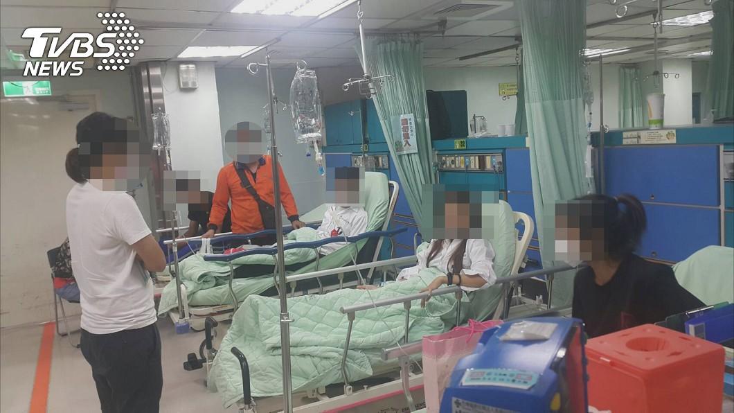 彰化縣達德商工有12名學生19日施打流感疫苗後,身體出現不適情況。(圖/TVBS) 打流感疫苗爆集體不適 彰化12學生送醫5人手抖發燒