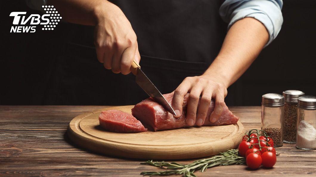大陸一間廚具廠商宣傳文案挨轟。(示意圖/shutterstock 達志影像) 「把肉切成和女友一樣」 廚具廣告文案玩過頭挨轟