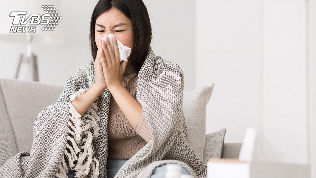 日夜溫差大,不少人容易過敏。(示意圖/shutterstock達志影像) 天氣忽冷忽熱是過敏元凶 3招有效鞏固免疫力
