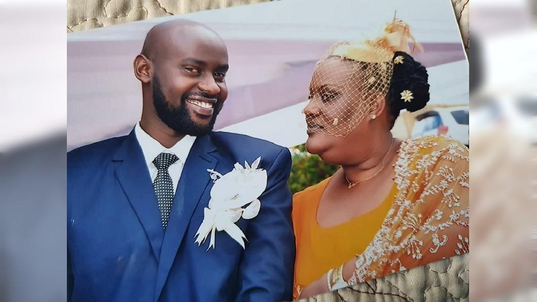 烏干達一名62歲的公主,上個月開心下嫁年僅25歲的小鮮肉。(圖/翻攝自推特) 62歲公主下嫁25歲小鮮肉 「嬤孫戀」僅1月女方往生