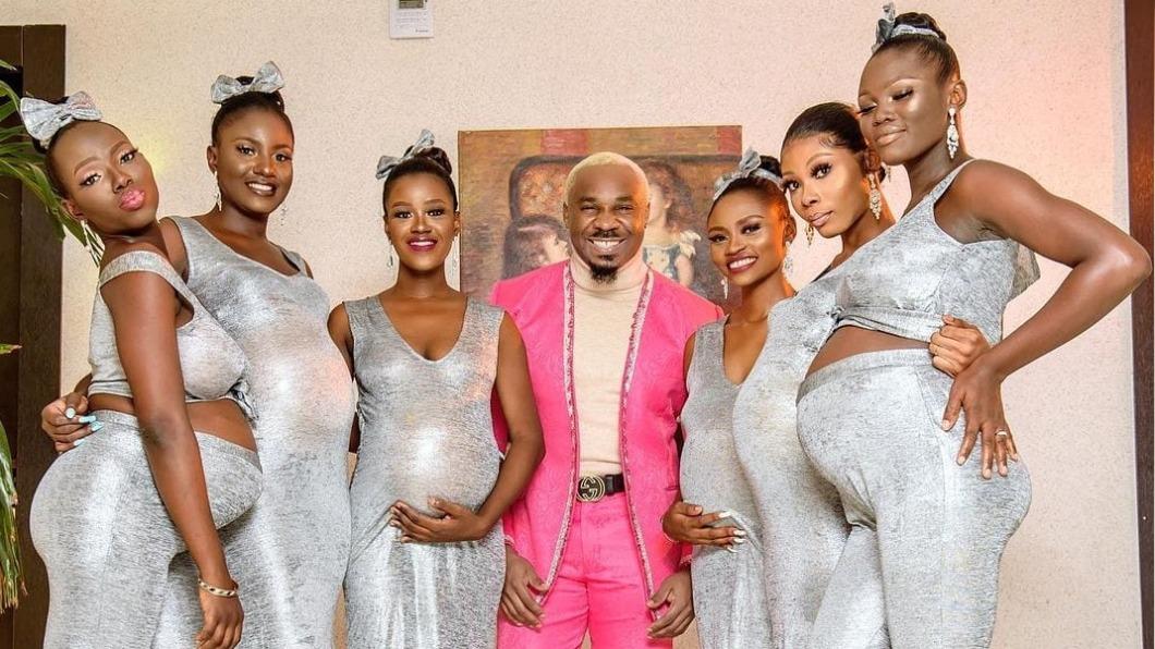 麥克帶著6名懷孕女友參加婚禮。(圖/翻攝自Legit.ng 臉書) 男「每發必中」劈6正妹全懷孕 大言不慚喊組大家庭