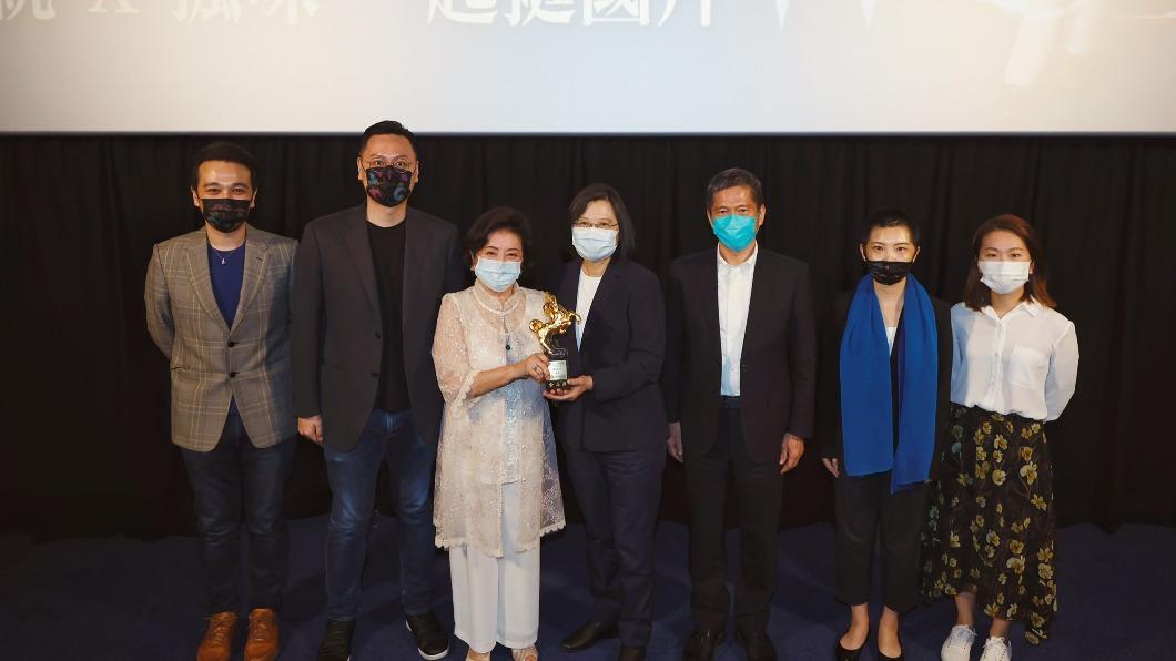 (圖/中央社) 蔡英文包場挺《孤味》 盼台灣電影變成兆元產業